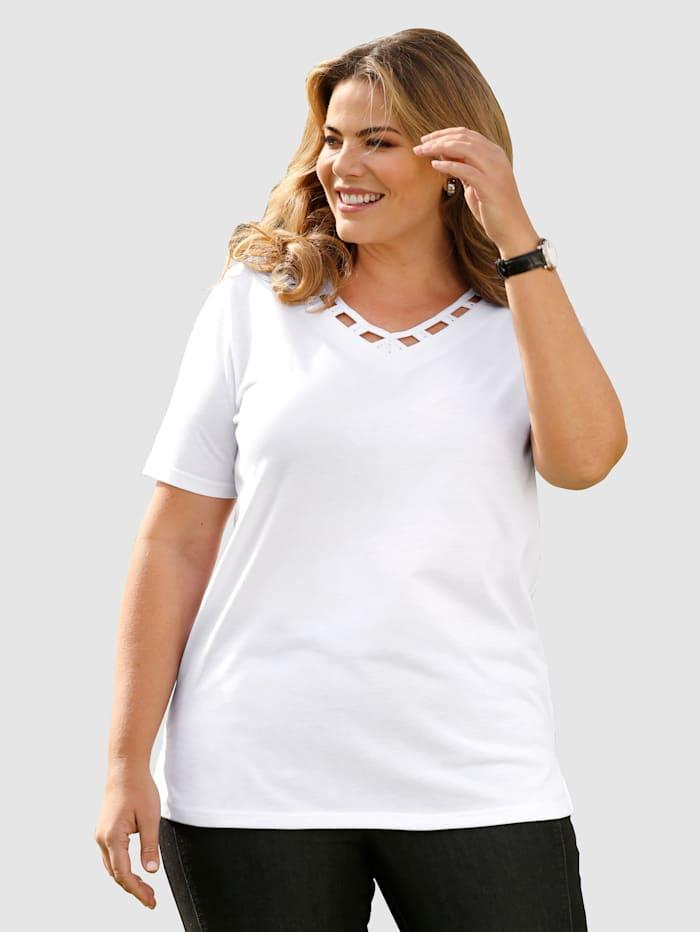 Shirt mit Dekosteinchen verzierte Aussparungen am Ausschnitt