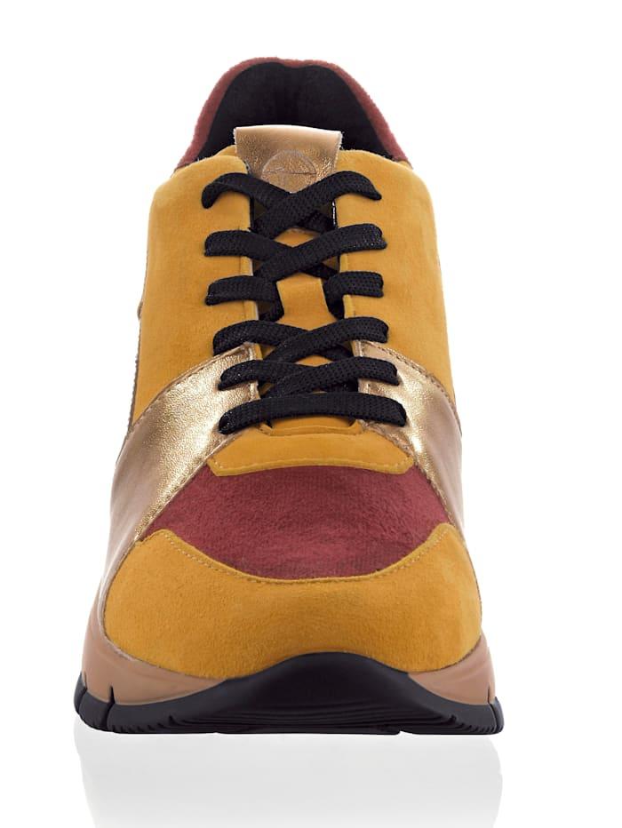 Sneaker in schöner Farbstellung
