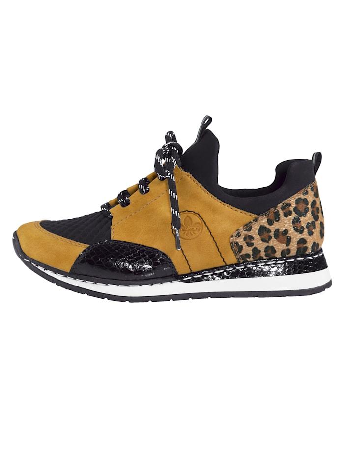 Sneaker mit elastischem Einschlupfbereich