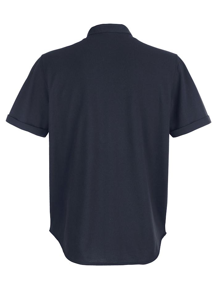 Košeľa so stojačikom a zapínaním na gombíkovú légu