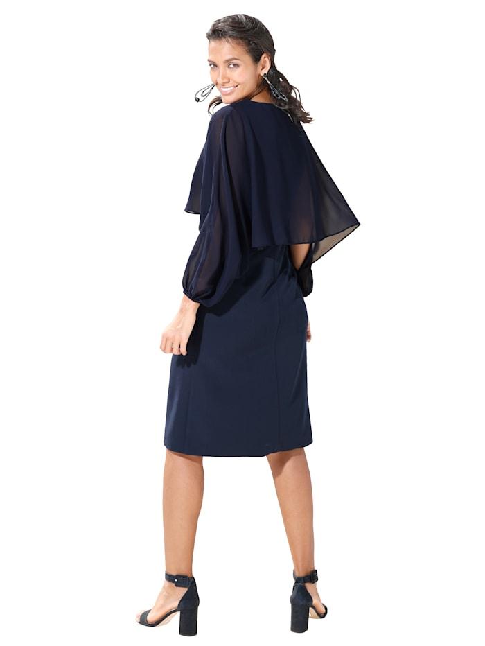 Kleid mit Chiffonüberwurf im Cape-Style