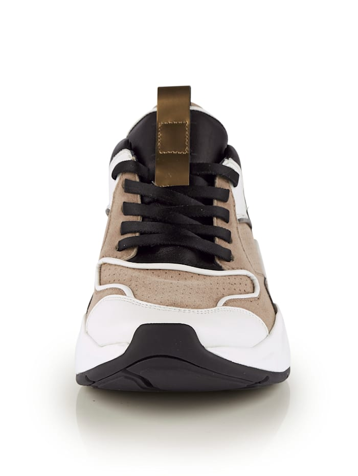 Sneaker in angesagter Chunky-Form