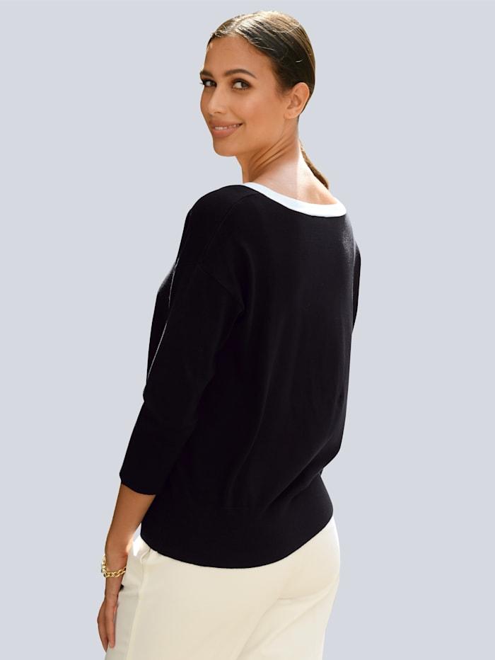 Pullover mit kontrasfarbigem Ausschnitt