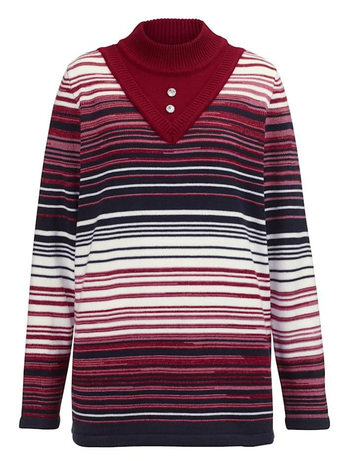 Pullover mit funkelnden Deko-Knöpfen am Ausschnitt