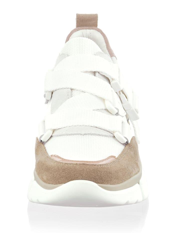 Sneaker in neu interpretierter Form