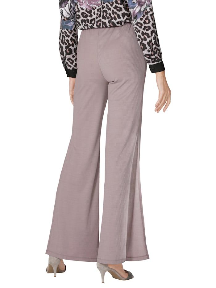 Nohavice s dlhými rázporkami v bočnom šití