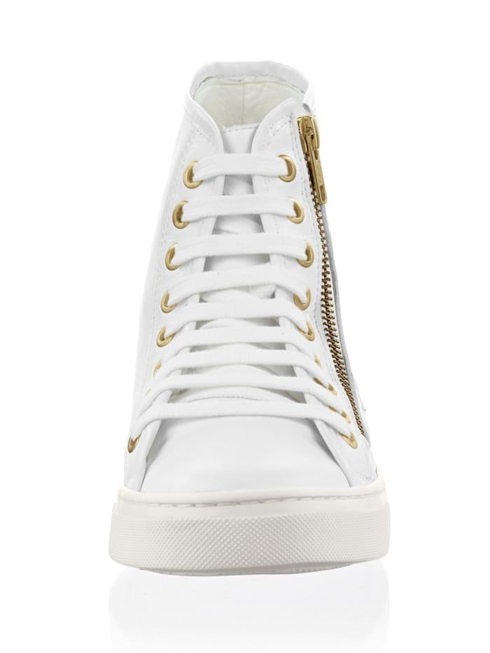Sneaker mit seitlichen Details