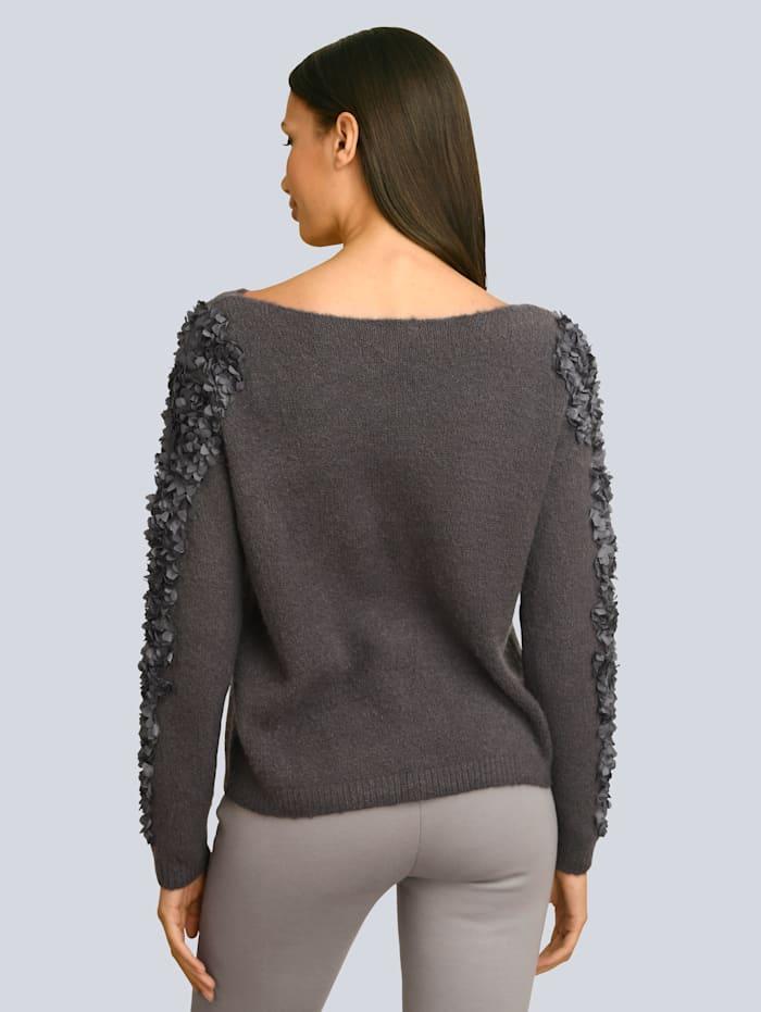 Pullover aufwendig mit Rüschen gearbeitet