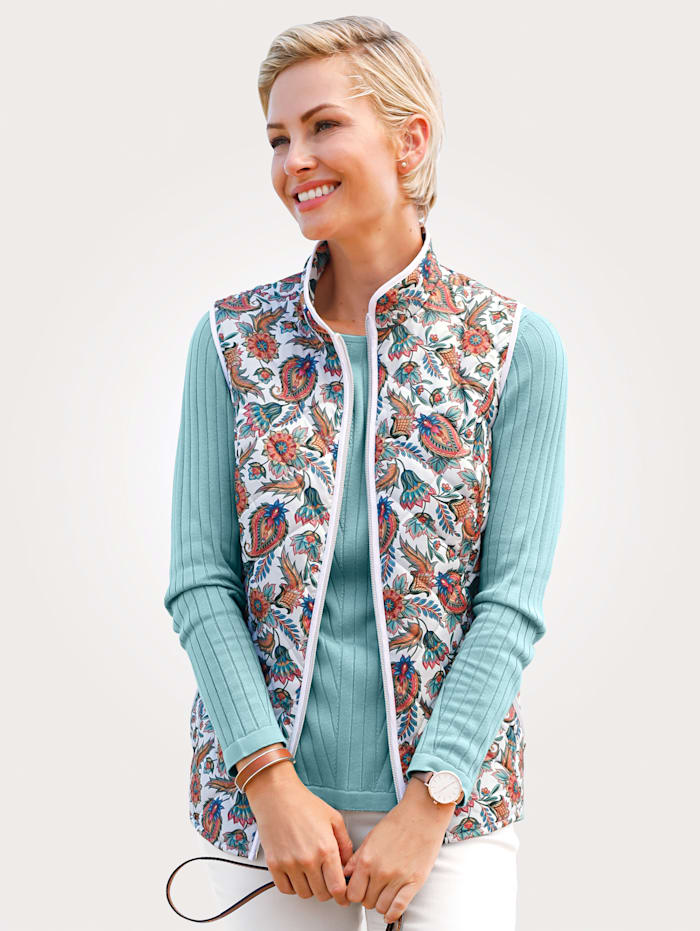 Quilted gilet with a bold print
