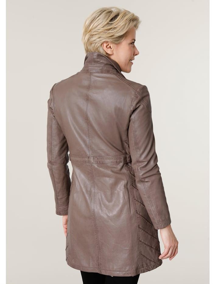 Veste en cuir avec superbe agencement des coutures