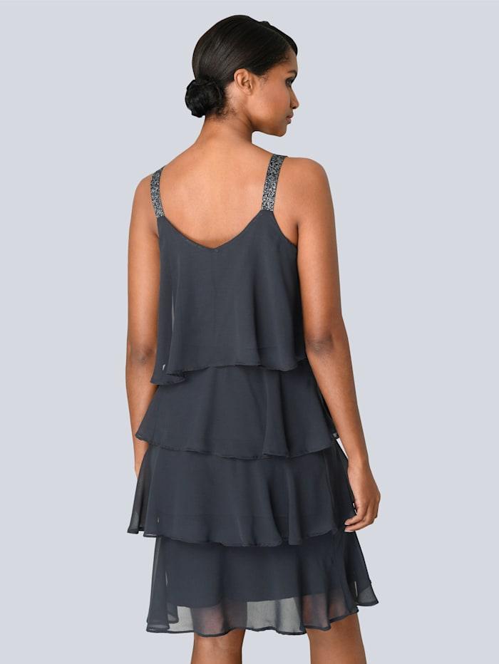Kleid in mehreren Lagen gearbeitet