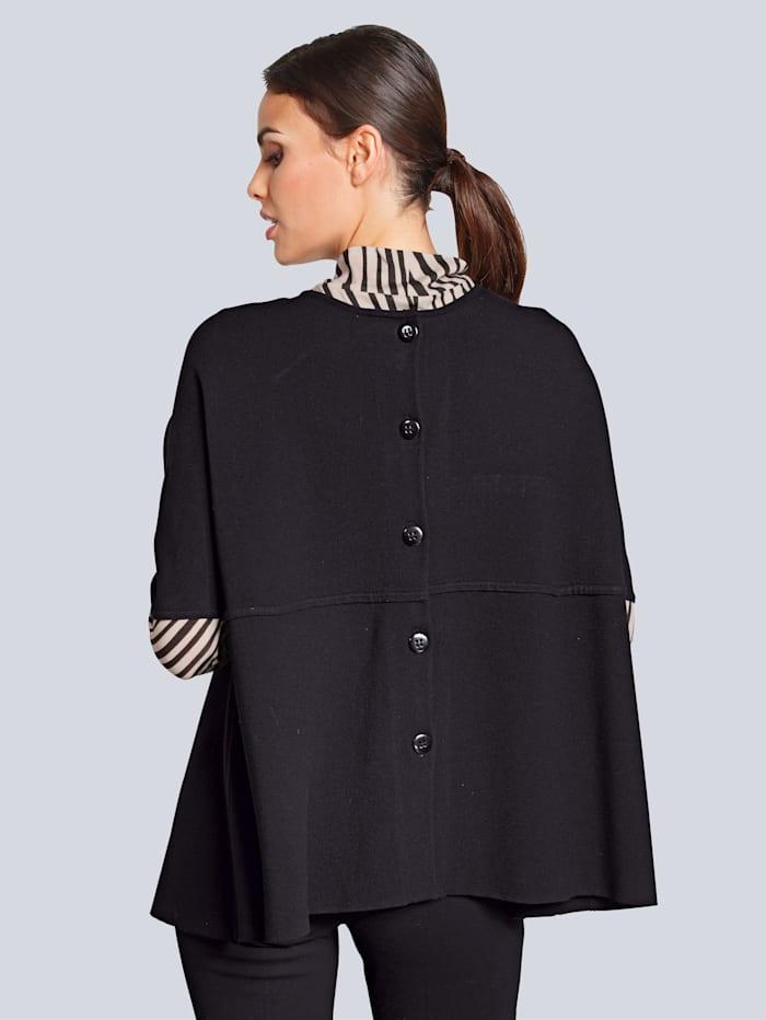 Pullover mit Zierknöpfen im Rücken