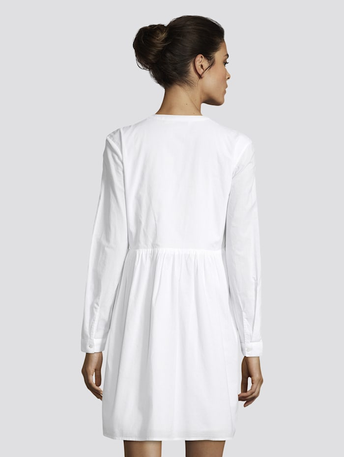 Kurzes Kleid mit Spitzendetails