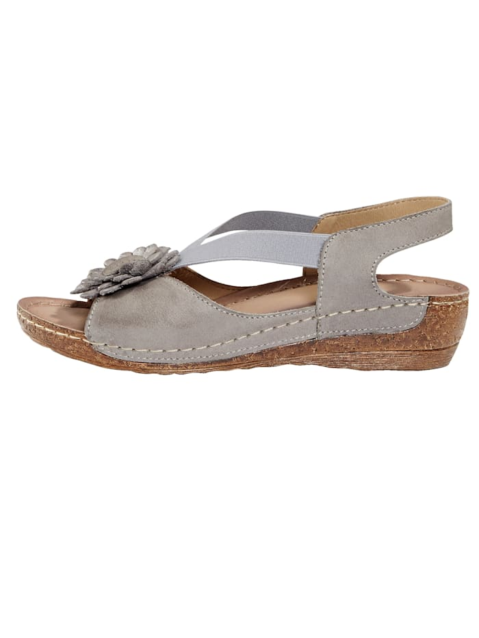 Sandale mit schöner Blütenapplikation