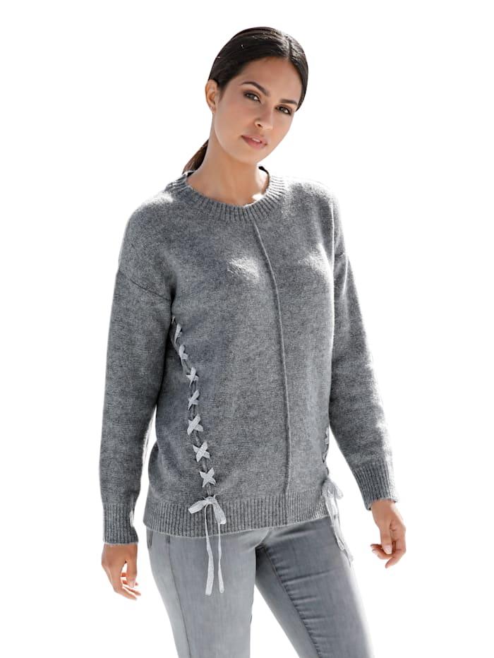 Pullover mit Flechtdekoration an den Seiten