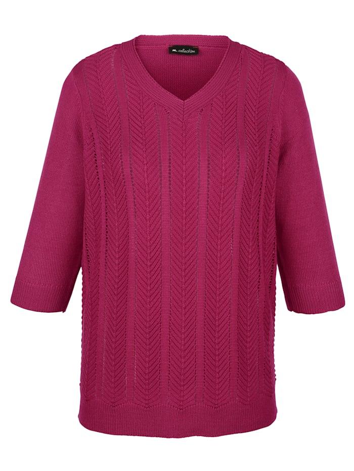 Pullover mit streckendem Längsstrickmuster