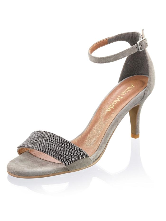 Sandaaltje met kleine kraaltjesversiering