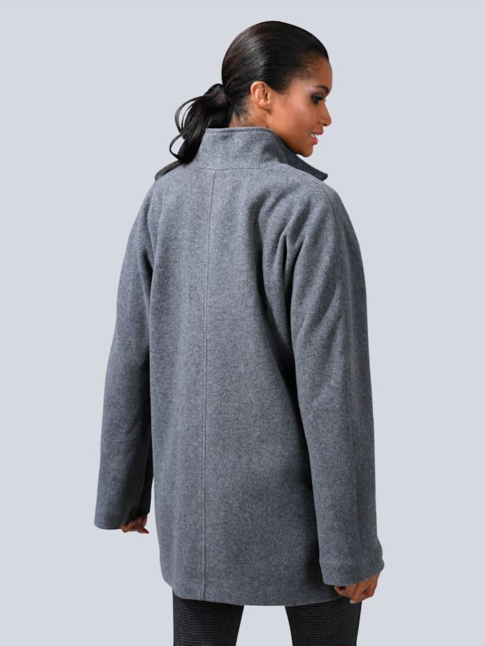 Jacke mit leicht ausgestellten Ärmel