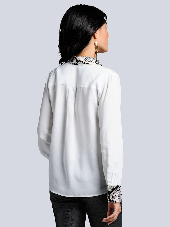 Bluse mit effektvollen Details