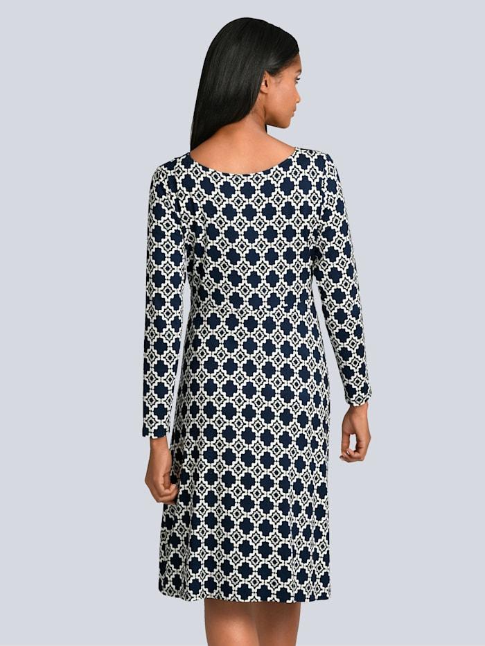 Kleid mit eleganter Wickeloptik im Vorderteil