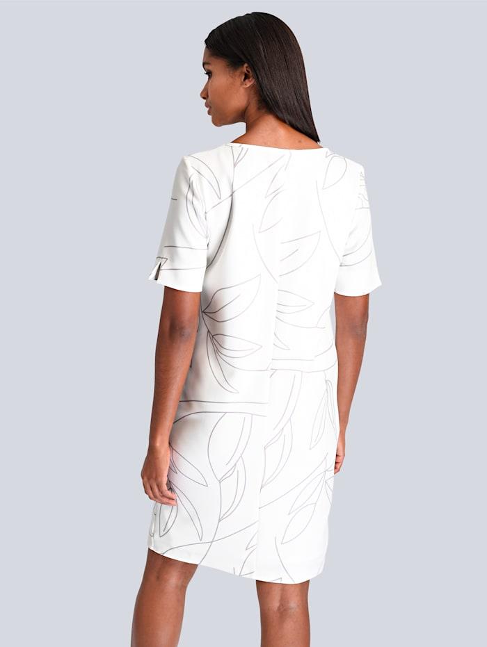 Kleid mit raffinierter Ausschnitt-Lösung