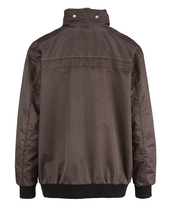Erikoisleikattu takki – edestä väljempi