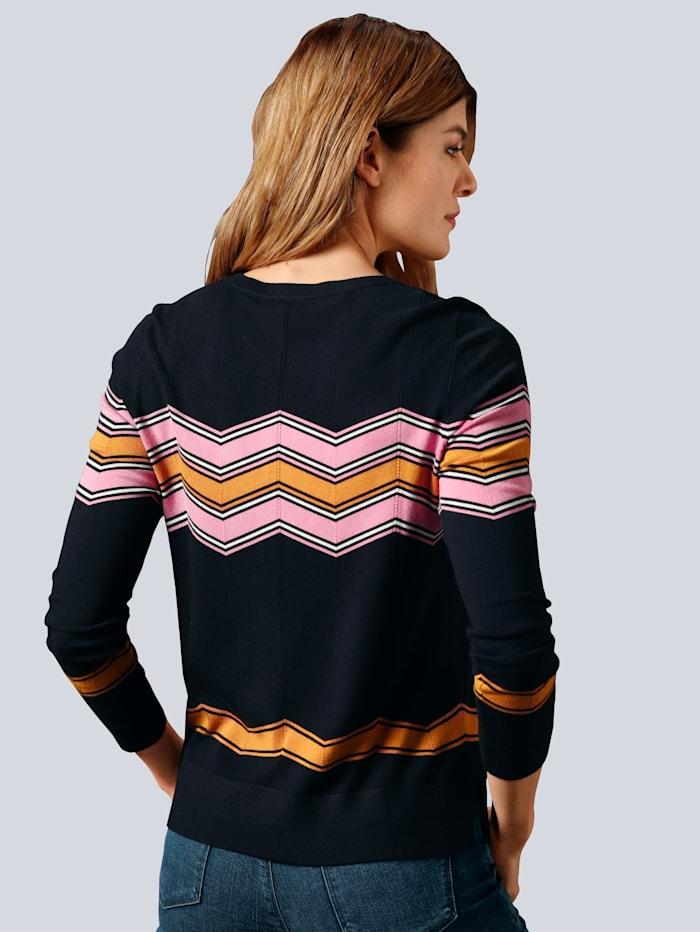 Pullover in einem farbharmonischen Muster