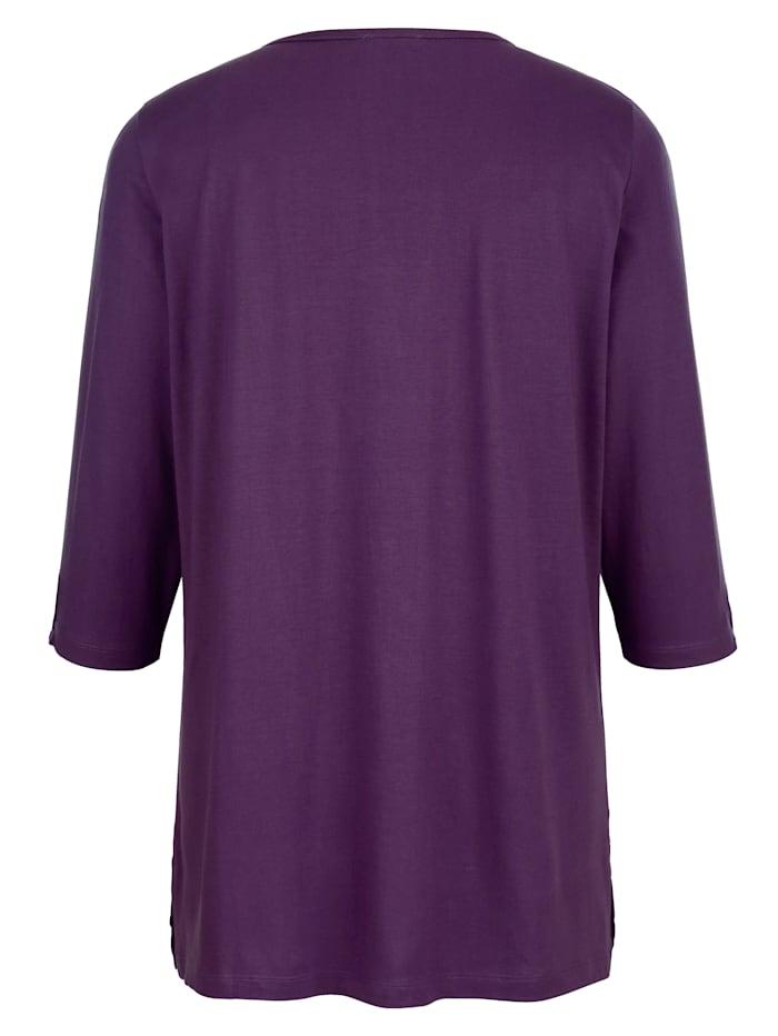 Shirt mit kleiner Aussparung am Ausschnitt