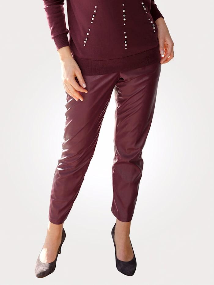 MONA Pantalon 7/8 en similicuir de coupe confortable, Bordeaux