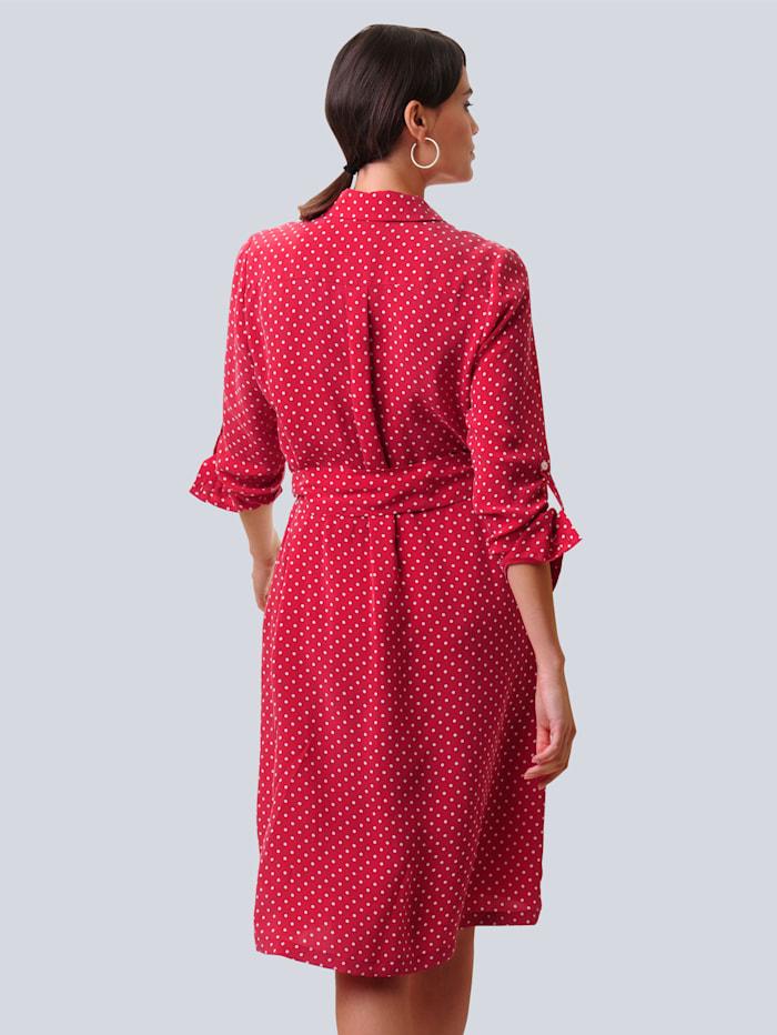 Šaty s bodkovaným vzorom
