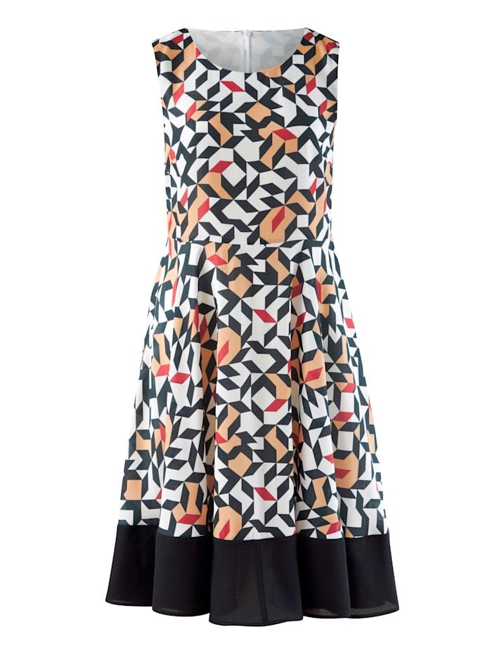Kleid mit schmalem Bindegürtel in der Taille