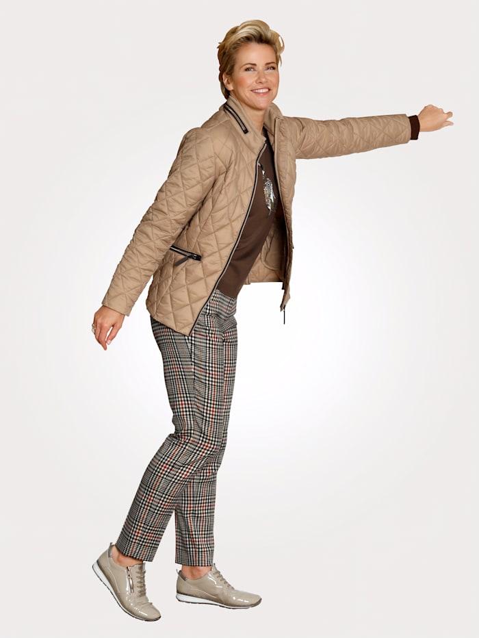 Gewatteerde jas met ingewerkte capuchon