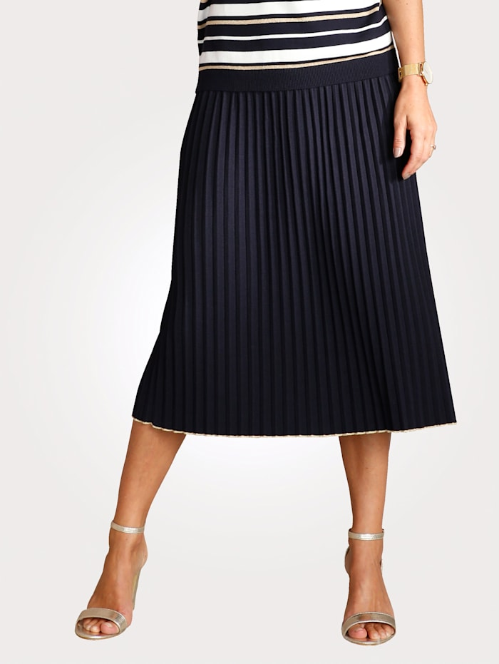 Skirt in a fine knit fabric