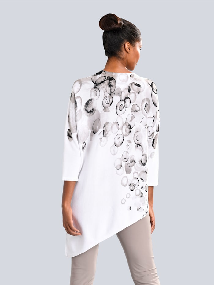 Pullover in asymmetrischer Schnittführung