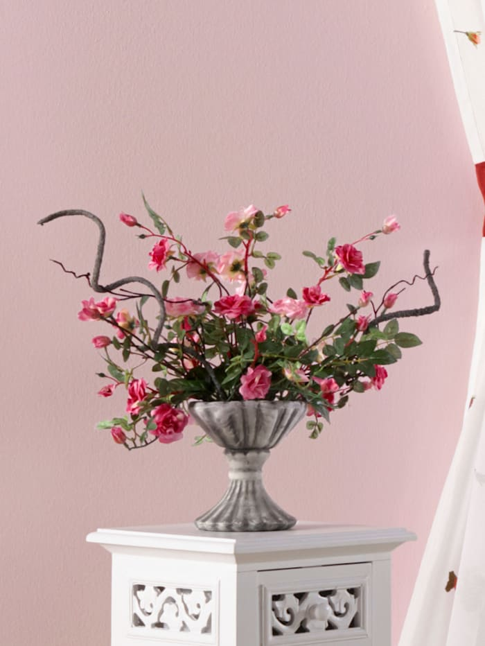 Tekoruusuasetelma keramiikkamaljakossa, roosa