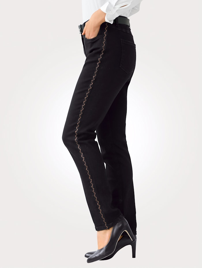 Jeans met koperkleurige galonstreep