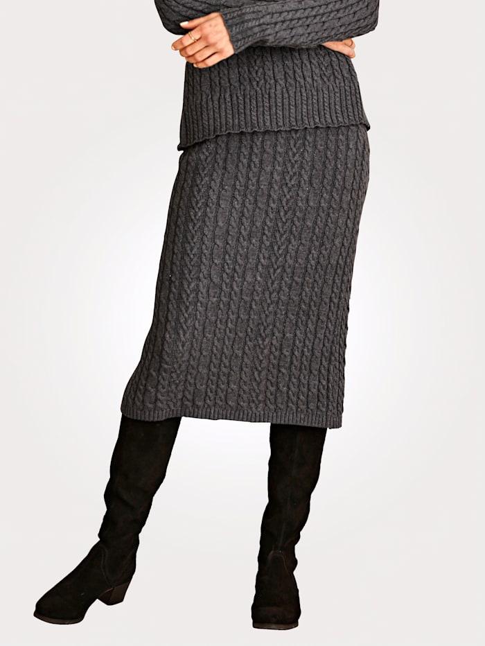 Gebreide rok met kabelpatroon