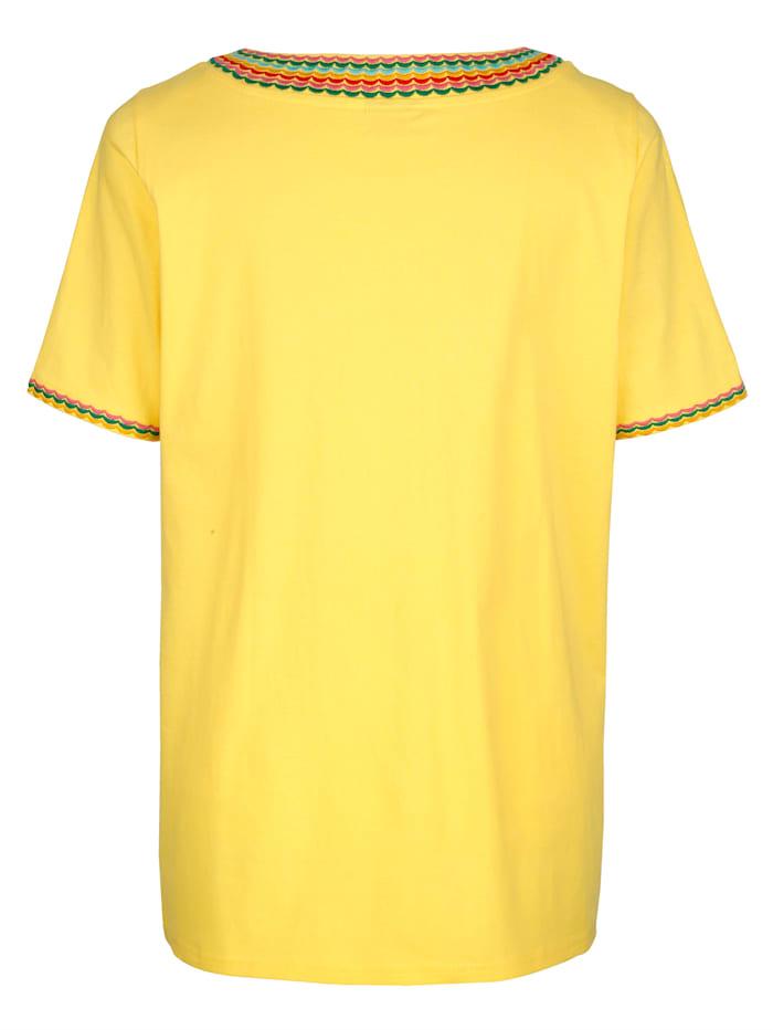 Shirt met mooi borduursel langs de hals