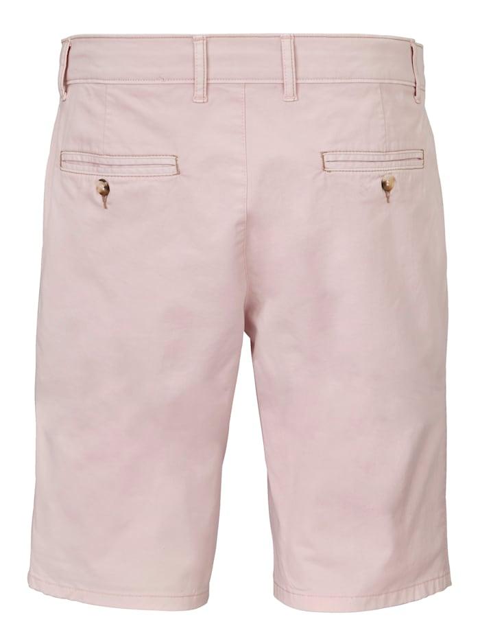 Shorts i dressad stil