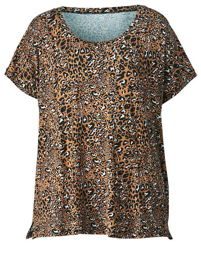 Topp i trendigt leopardmönster