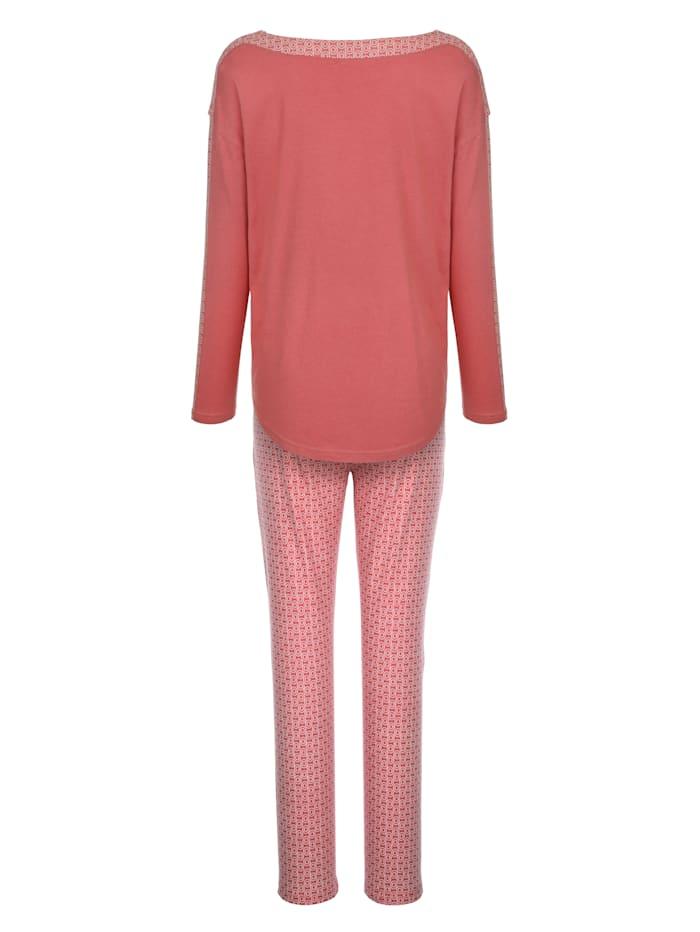 Pyjamas with graphic print detailing