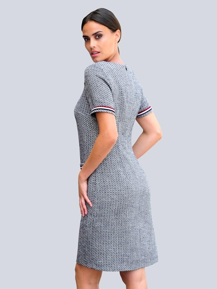 Šaty v pěkné buklé kvalitě