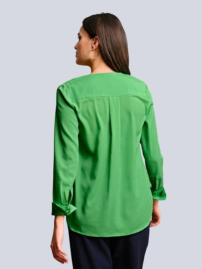 Bluse im Rücken etwas länger geschnitten als im Vorderteil