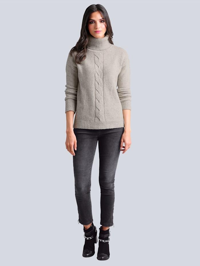 Jeans med strass på bakfickorna