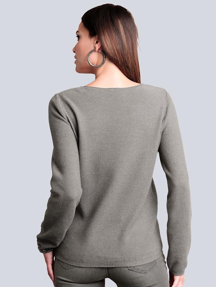 Pullover mit Strass-Steinchen entlang des Ausschnittes