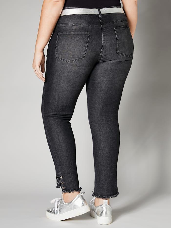 Jeans med frynser og maljer på benkanten
