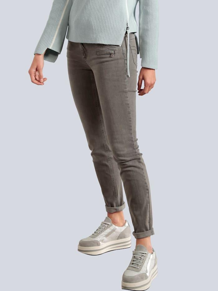 Jeans mit aufwendiger Taschengestaltung