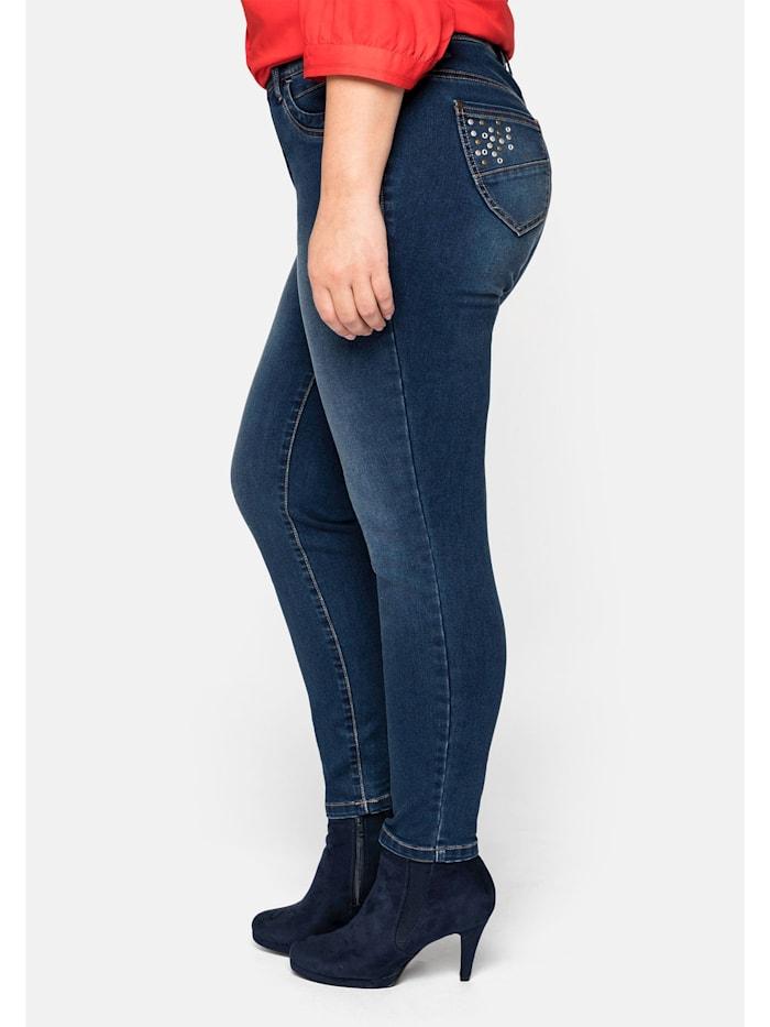 Jeans hinten mit höher geschnittenem Bund