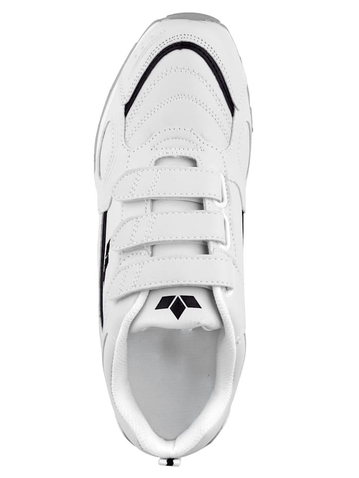 Sportovní obuv s podrážkou vhodnou do haly
