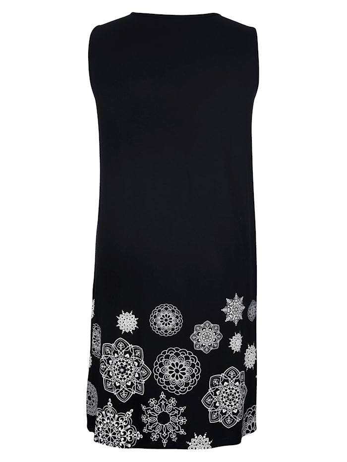Kleid mit Falten im Vorderteil